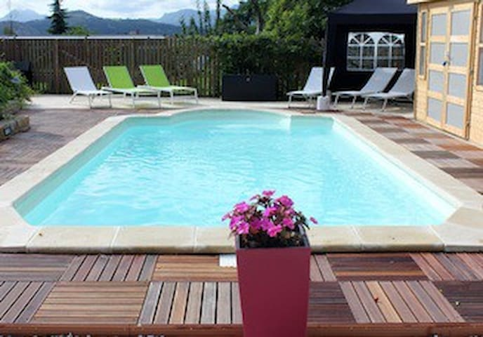 Lovely cottage in quiet location with private pool