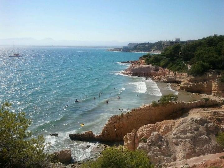 Apto vistas al mar, playas a 200 m. Wifi, piscina.