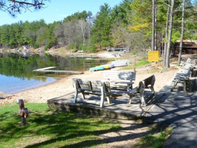 Lakeside Wisconsin Getaway - Wild Rose - Cottage