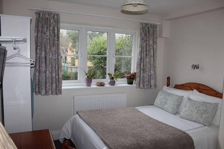 Double Standard Room with en-suite shower