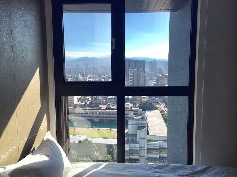從臥室一看出去的景色。View from our room.