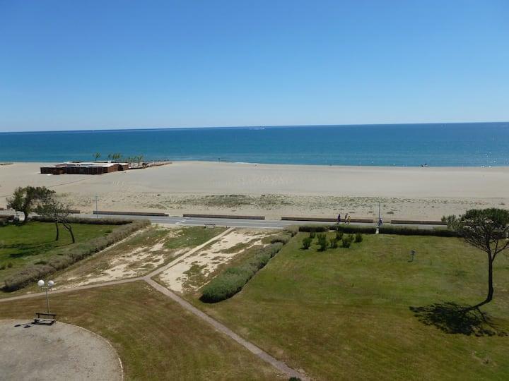 Grand T2  confort  Terrasse direct mer proche Golf