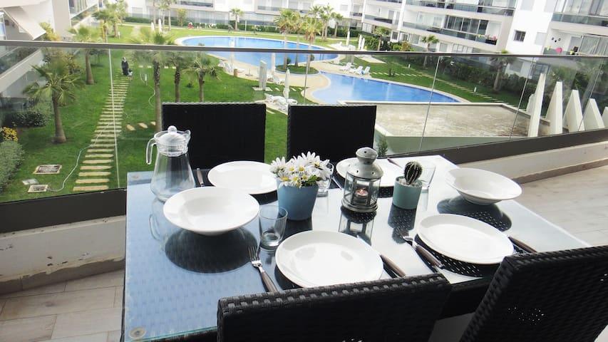 Bel appartement avec vue sur piscine