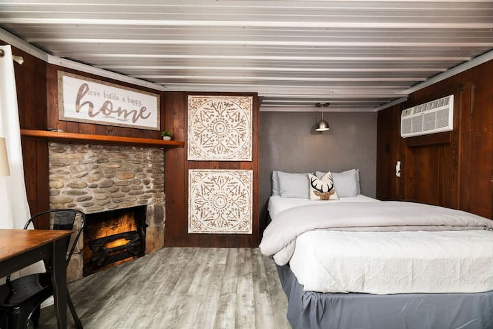 Love Nest Cottage E: ☆ Downtown Gatlinburg