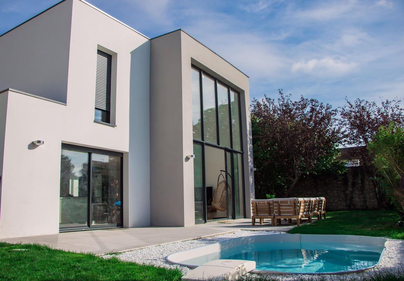 Villa avec piscine à Argenteuil.