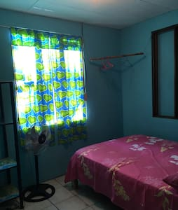 Local capacious private house-room - Quepos