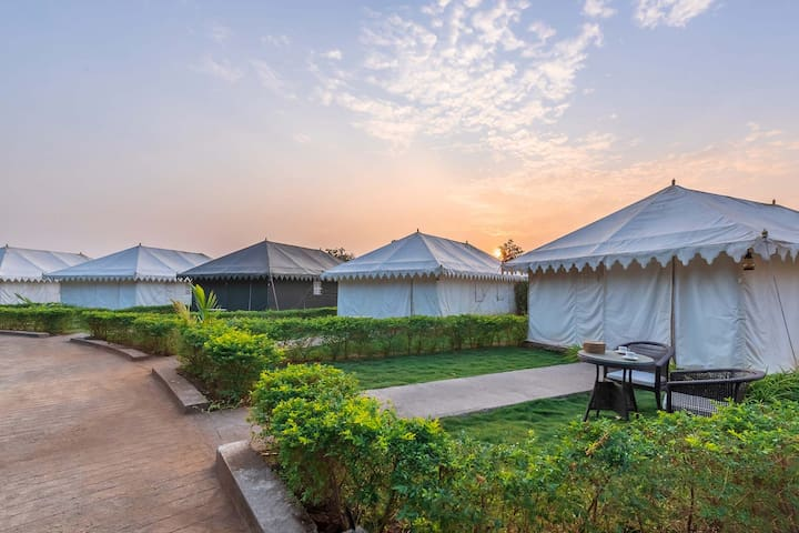 Nehamrit Farms 5 Luxurious Tents by Vista Rooms