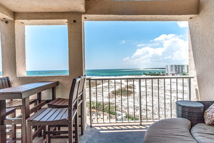 Beachfront resort condo w/ beach and Gulf views, shared pool, more!