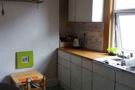 Cute room in arty stokes croft - Bristol - Rumah