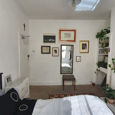 Dreamy double room in Newington Green