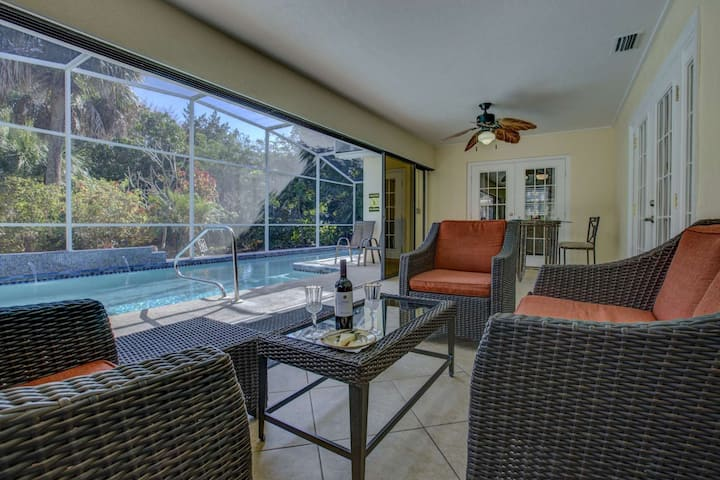 1 Block from Siesta Key Beach, Free Wifi w/ Private Optional Heated Pool, Near Siesta Key Village