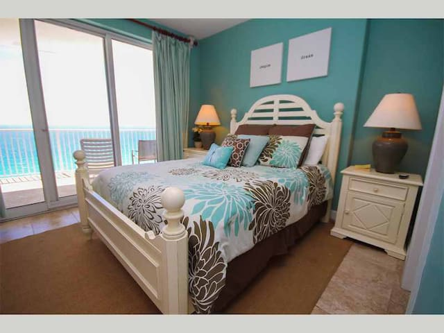 EI-1601 - Rejuvenate in Refreshing Oceanfront Condo with Free Beach Service Chairs