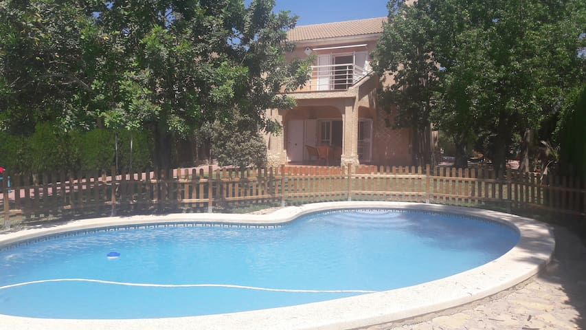 House Valencia with swimming pool