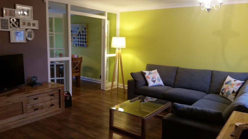 Glasgow family friendly suburb - Newton Mearns - House