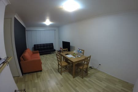 Spacious private room near Sydney CDB - Ultimo