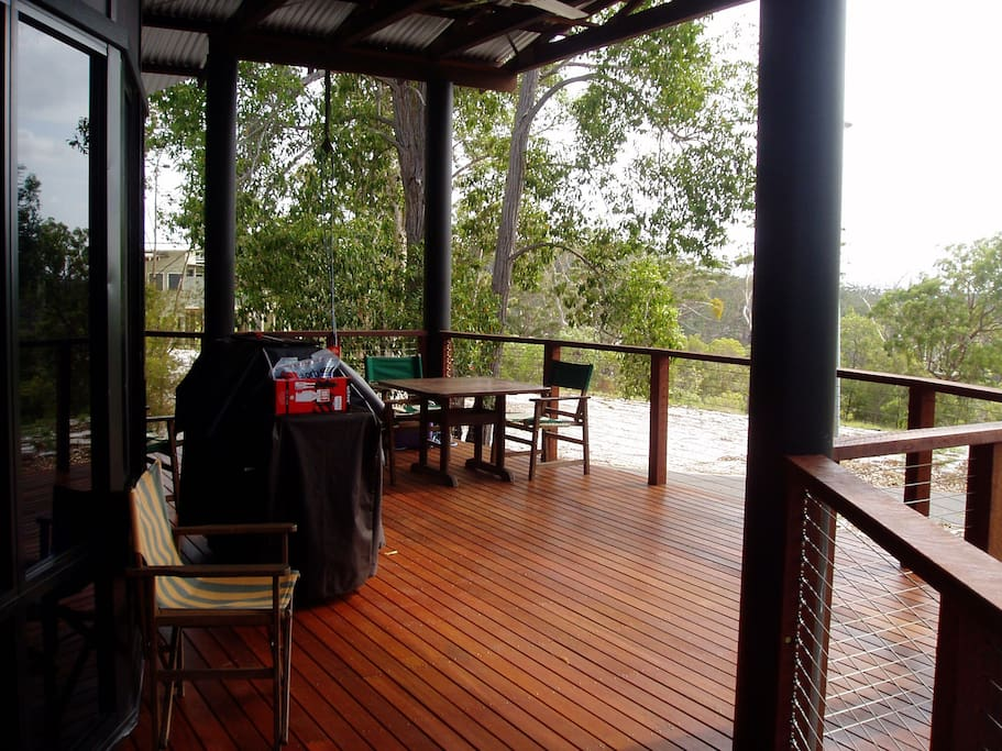 DECK WITH VEIWS,BBQ, TABLES