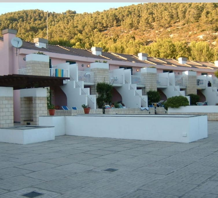 residence +swimming pool+restaurants +facilities on site