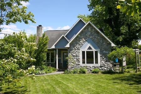 Bluestone charm and garden---kid friendly! - 哈里森堡(Harrisonburg) - 独立屋