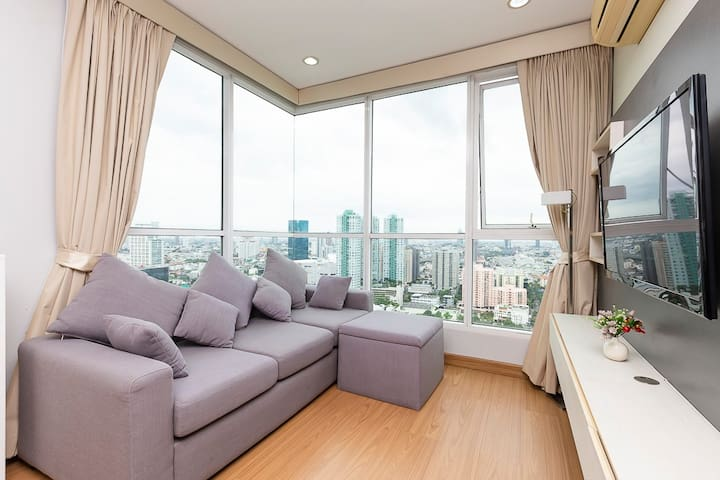 2 Spacious bedroom with city view/BTS Chongnonsi