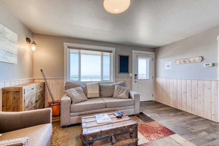 Lovely, oceanfront condo w/ ocean views & easy beach access - dogs welcome!