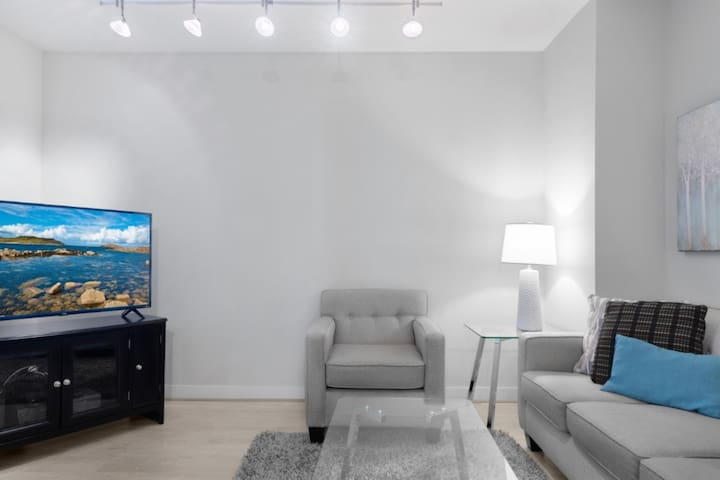 Upscale 2BR Apt | Heart of Downtown DC | by GLS