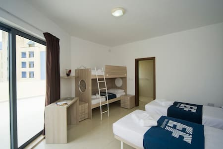 Sea View Penthouse - Private Room 402 - Saint Julian's