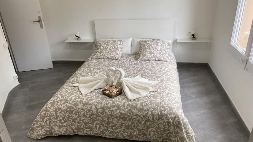 Cozy and clean room in Barcelona