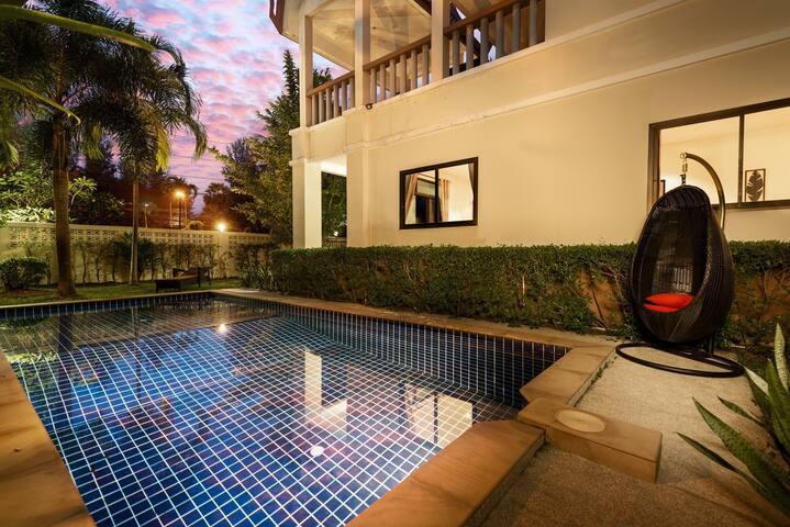 Вилла с приватным бассейном