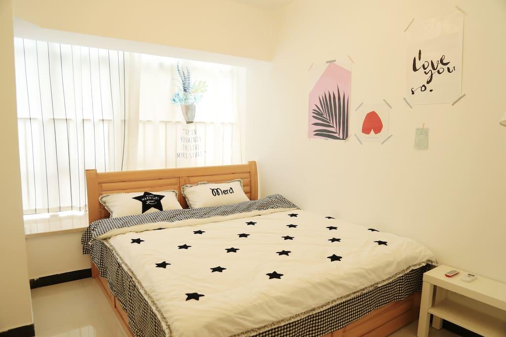 主卧室1.8x2米大床,纯棉床品