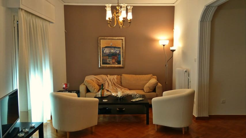 Cozy apartment 2bdr 2bth downtown 3min from Metro.