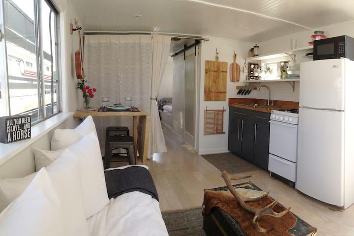 Modern Dale Hollow Houseboatel