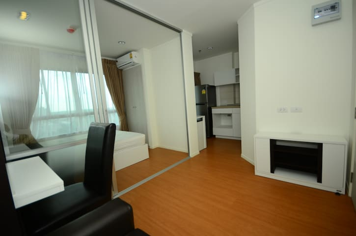 Roomy and cozy place closed to train station - Nonthaburi - Condominio