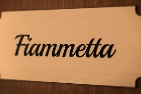 DECAMEROOMS -CAMERA FIAMMETTA