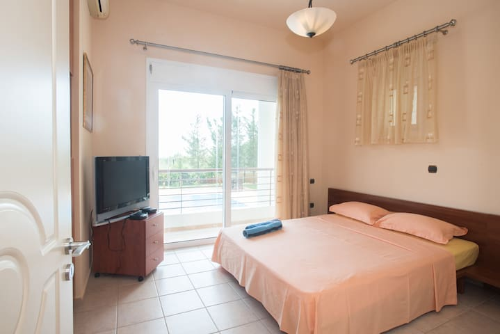 Bedroom on the ground floor. Double bed, cable tv, closet, air condition