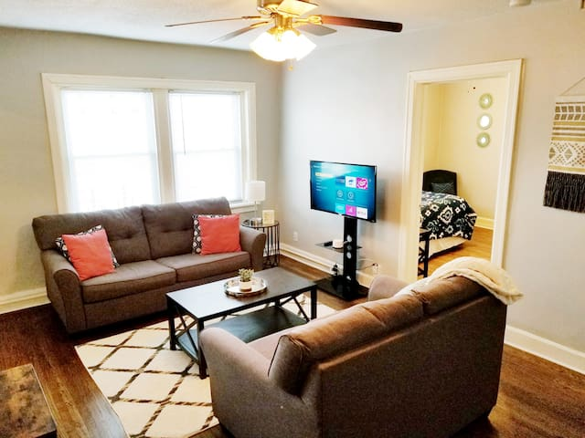 Hyde Park Apartment in Historic Downtown KC