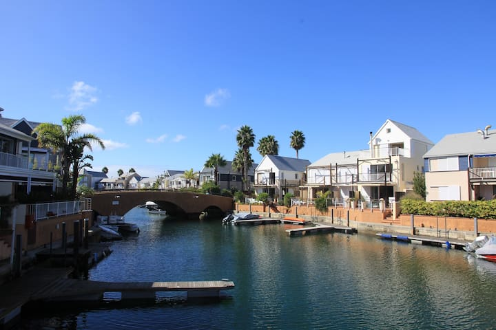 2 Commodore Knysna Quays