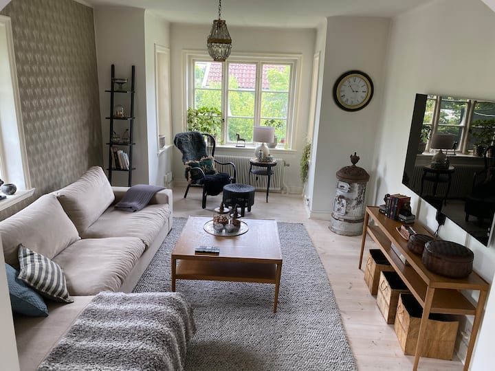 Spacious family house with garden& private parking