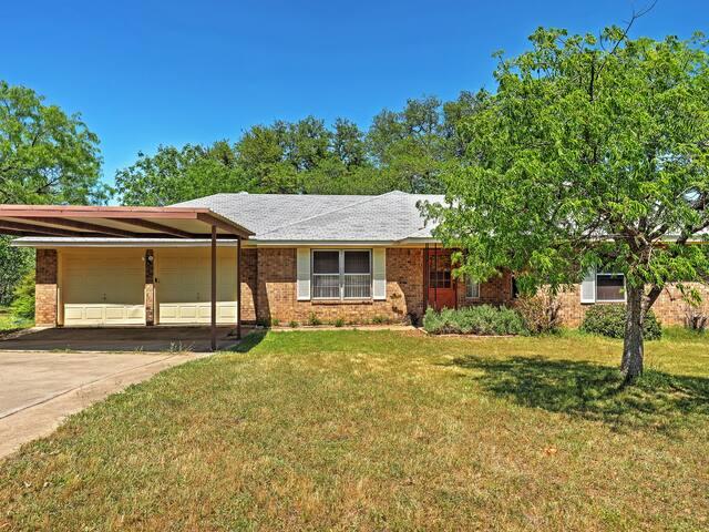3BR Kingsland Home on 2.5 Acres - Kingsland