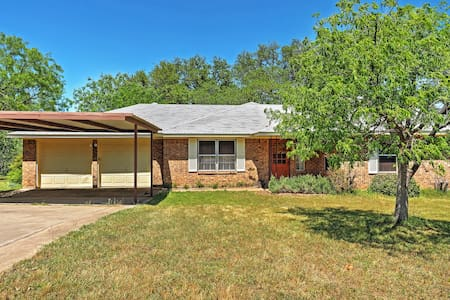 3BR Kingsland Home on 2.5 Acres - Kingsland