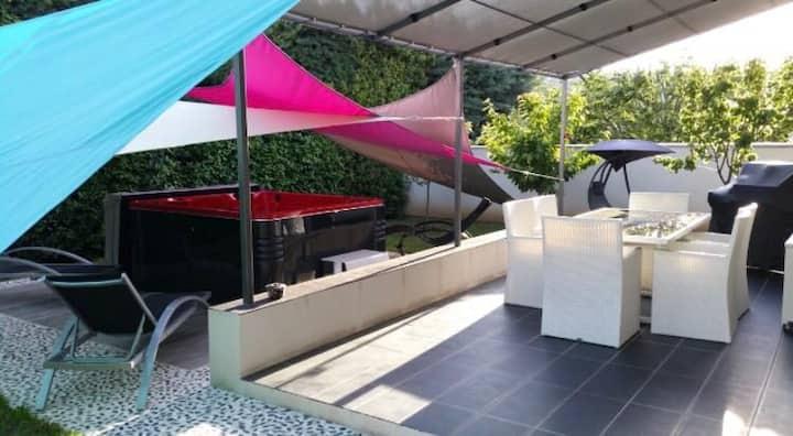 Maison de charme avec jardin et jacuzzi