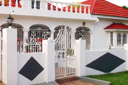 White Villa and Bar
