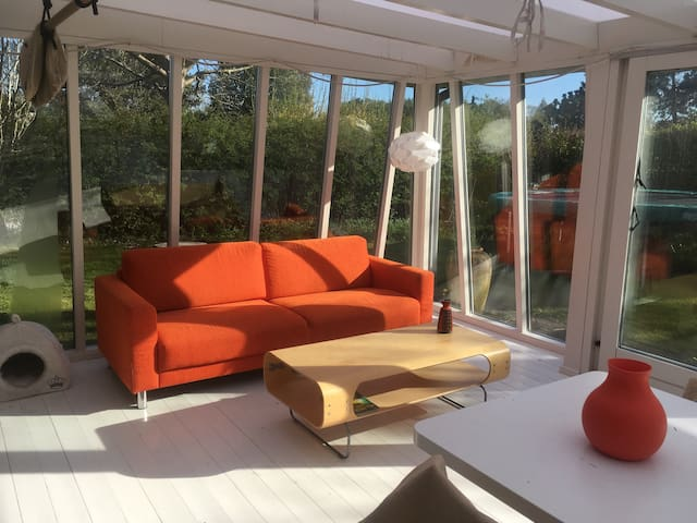 Modern house for 4 with garden, cats and fish - Hillerød - Leilighet