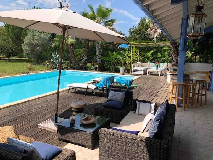 Villa romantique avec piscine et superbe jardin