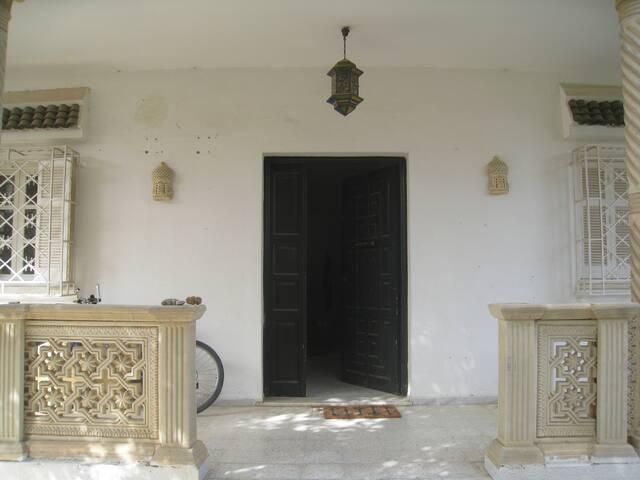 Chambre privée dans une villa à la Marsa