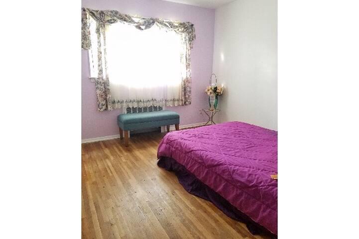 One-Bedroom in Baldwin, (easy parking)