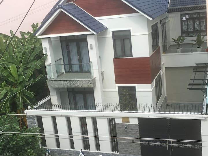 Discover Saigon with lovely & peaceful studio