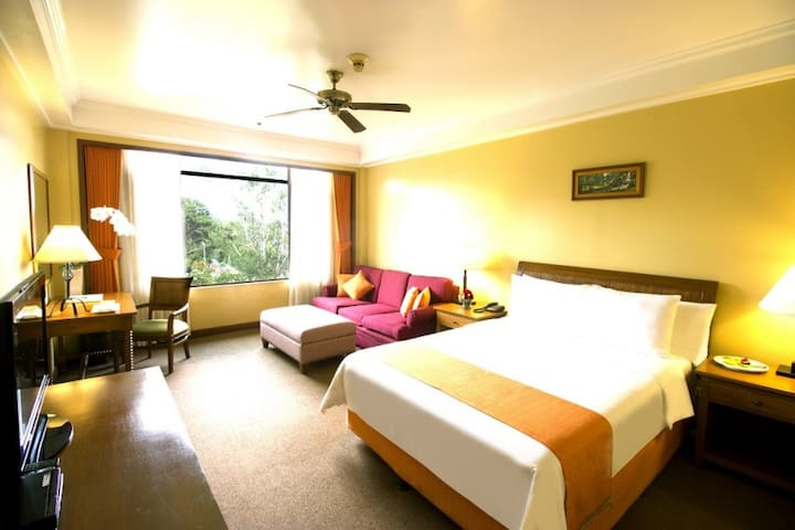 1BR at the Luxurious The Manor Hotel Camp John Hay