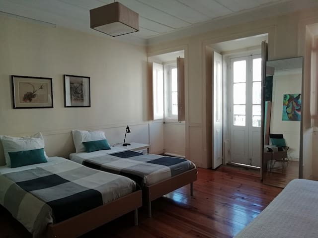 Private bedroom for 3 in Belem