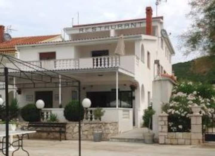 Studio Apartment Vila Manda Ist for 2pax