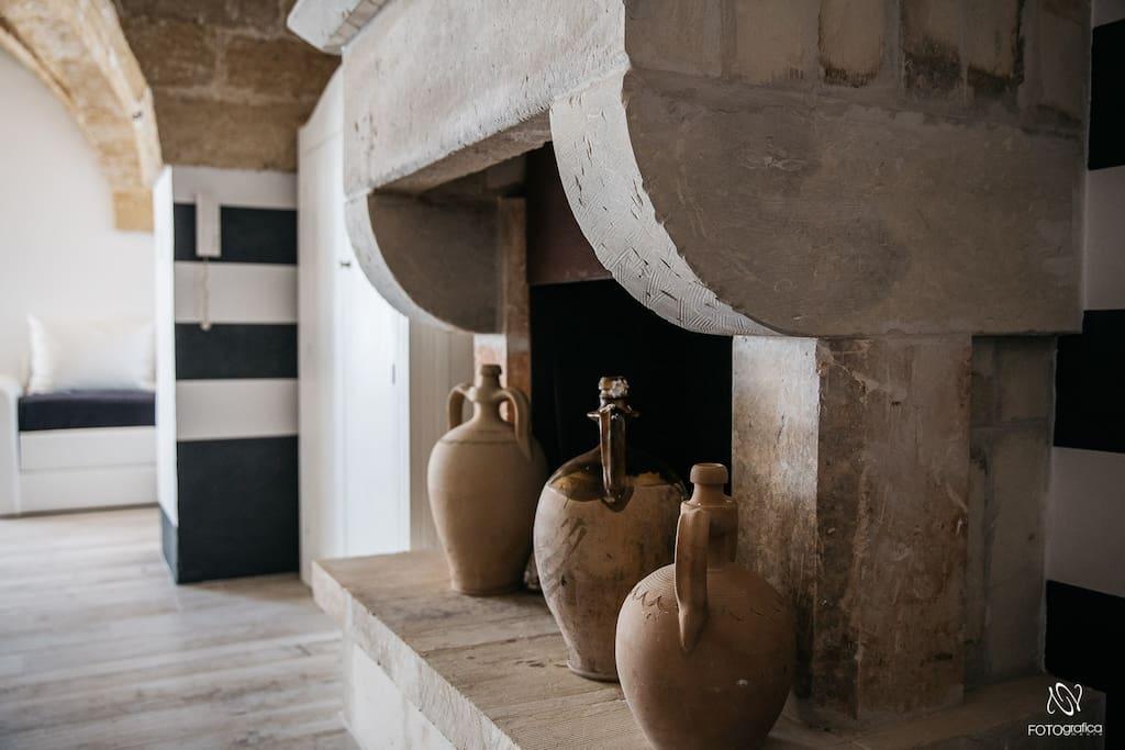 Suite dell'Orto, il camino antico.
